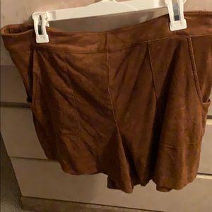 Brown velvet short